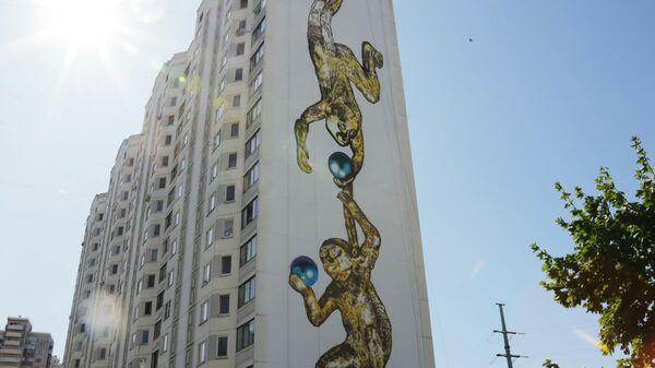 Стрит-арт фестиваль URBAN MORPHOGENESI. Золотые обезьянки – работа художника Дмитрия Левочкина