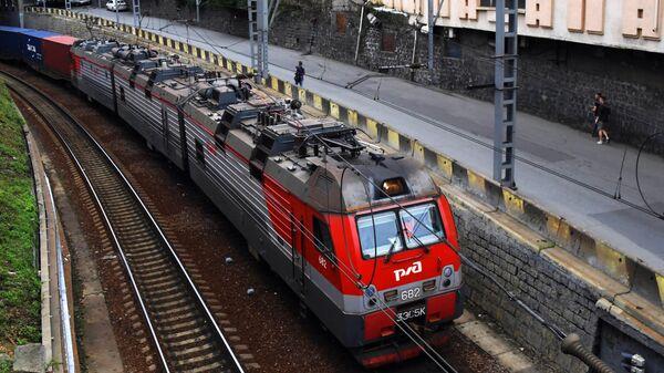 Прибытие грузового поезда к станции Владивосток