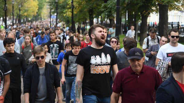 Участники несанкционированной акции в Москве в поддержку незарегистрированных кандидатов в Московскую городскую Думу. 31 августа 2019