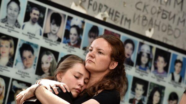 LIVE: Беслан: встреча пострадавших с теми, кто их спасал во время трагических событий.