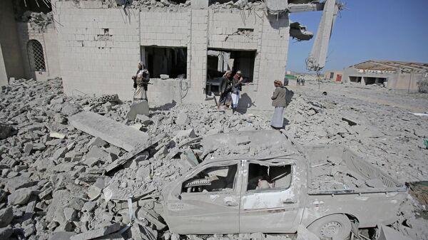 Разрушения в провинции Дхамар на юго-западе Йемена в результате авиаударов