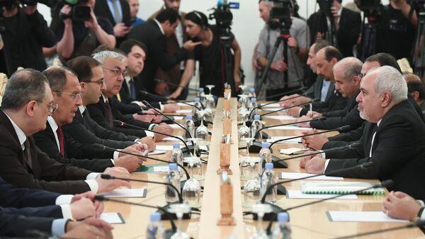Министр иностранных дел РФ Сергей Лавров и министр иностранных дел Исламской Республики Иран Мухаммад Джавад Зариф во время встречи. 2 сентября 2019