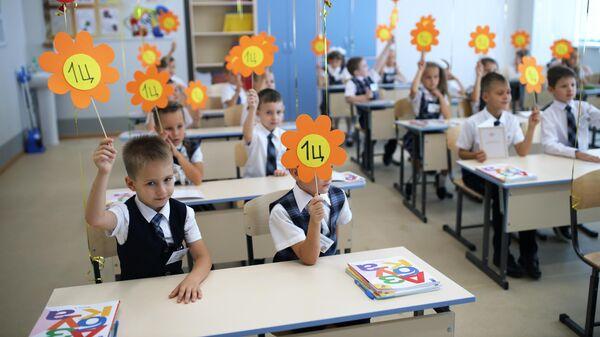 Первоклассники на праздновании Дня знаний в классе нового филиала средней общеобразовательной школы № 11 в Краснодаре