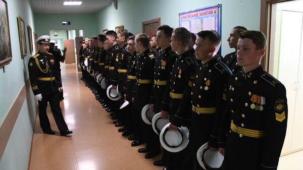 Воспитанники филиала Нахимовского военно-морского училища (Владивостокское президентские кадетское училище) на торжественной линейке, посвященной Дню знаний, во Владивостоке