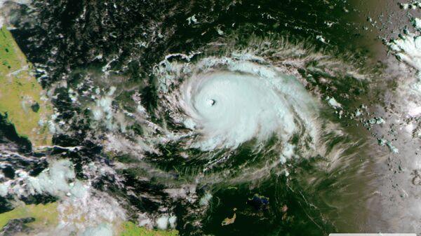 """""""Роскосмос"""" опубликовал космические снимки урагана """"Дориан"""""""