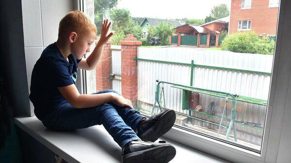 Жизнь в гипсовых сапожках: пятилетнему Родиону необходима операция