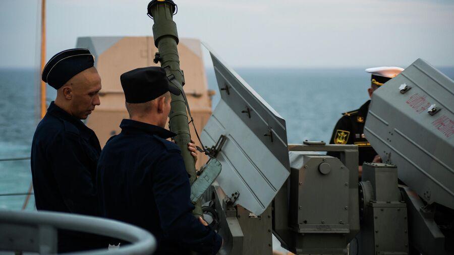 Снаряжение зенитно-ракетного комплекса на борту  МРК проекта 21631 Орехово-Зуево