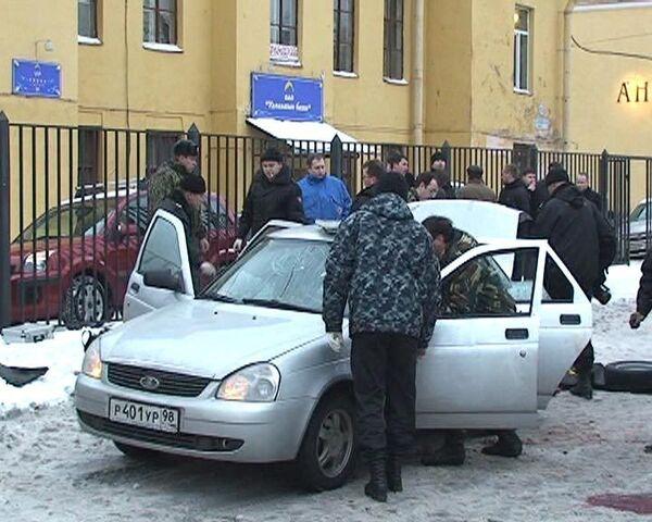 Взрыв гранаты в автомобиле убил трех человек. Видео с места события