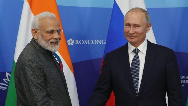 Президент РФ Владимир Путин и премьер-министр Индии Нарендра Моди после церемонии подписания совместных документов по итогам российско-индийских переговоров. 4 сентября 2019