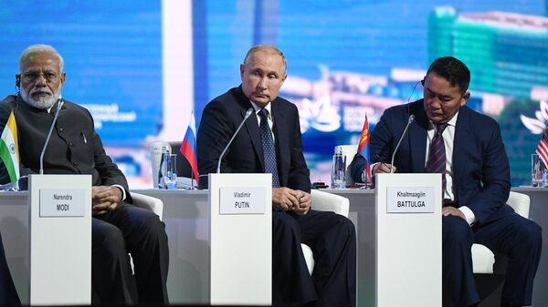 Президент РФ Владимир Путин на пленарном заседании V Восточного экономического форума