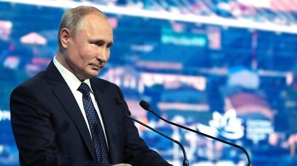 Президент РФ Владимир Путин выступает на пленарном заседании V Восточного экономического форума – 2019
