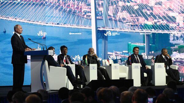 Президент РФ Владимир Путин выступает на пленарном заседании V Восточного экономического форума