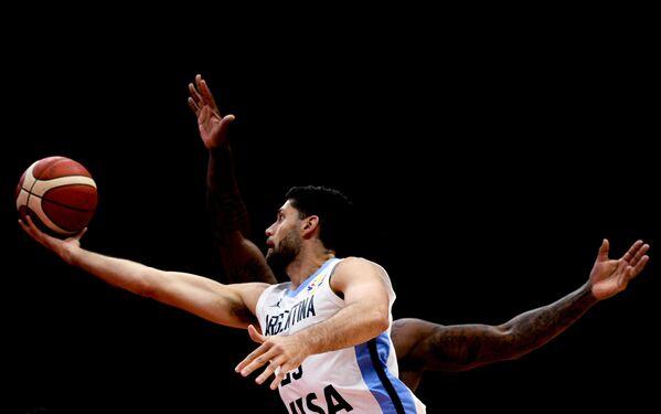 Патрисио Гарино в матче группового этапа чемпионата мира по баскетболу 2019 между сборными командами Аргентины и Республики Корея
