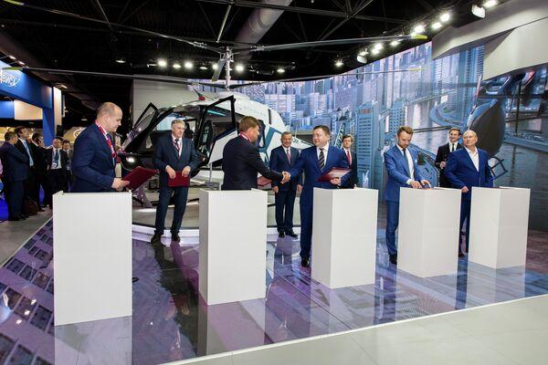 Подписание пятистороннего соглашения по запуску первого в России проекта по операционному лизингу вертолетной техники на МАКС-2019