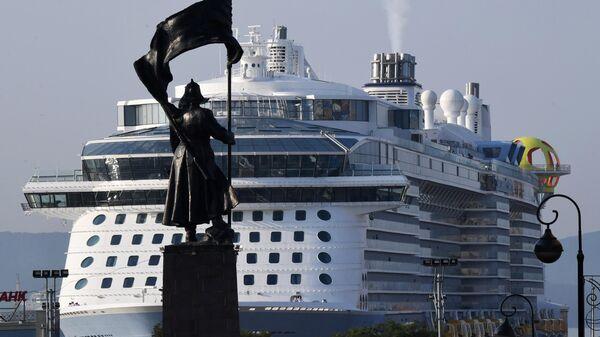 Лайнер Spectrum of the Seas прибыл в порт Владивостока