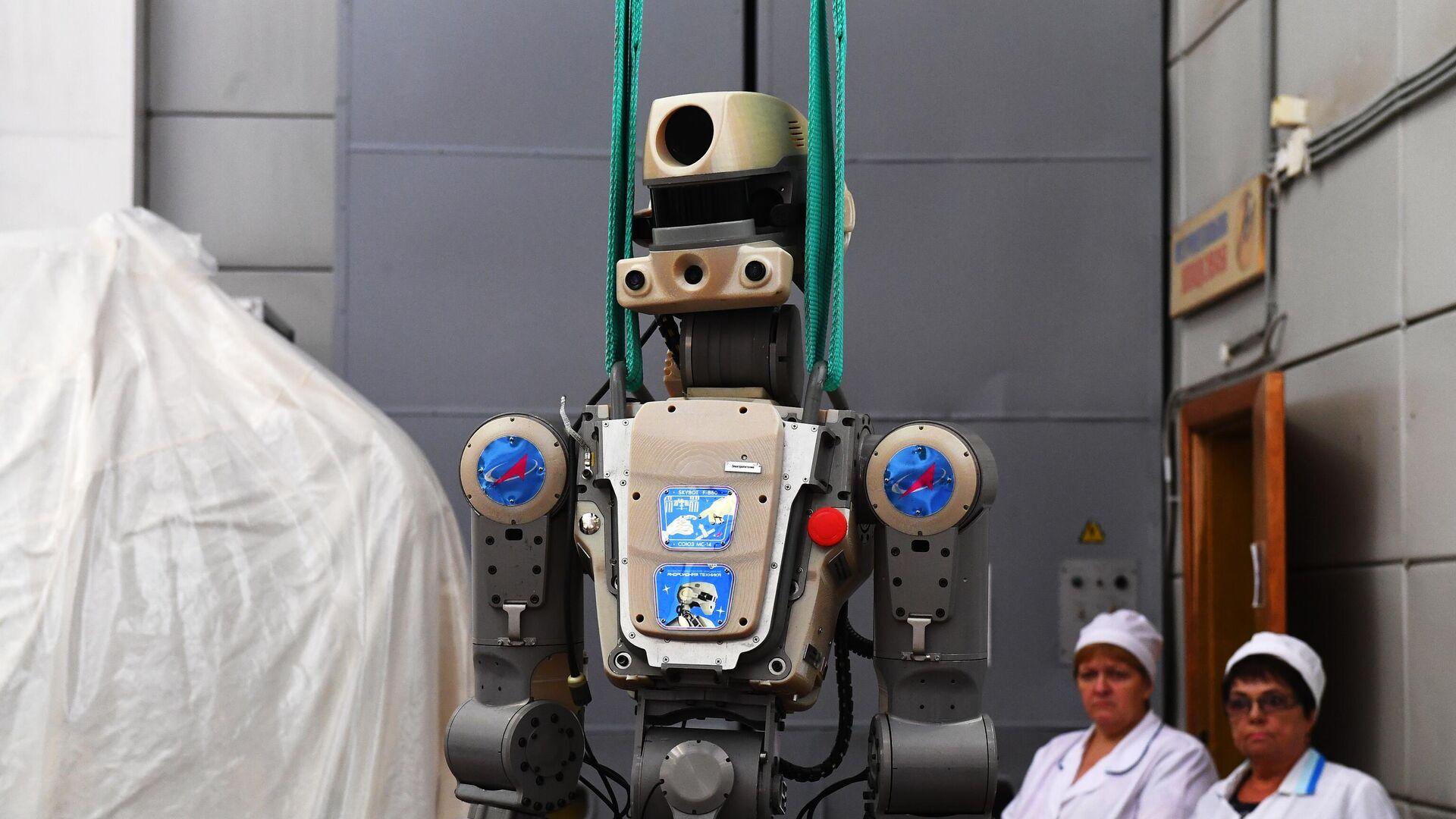 """Разработчик """"Федора"""" отверг версию о причастности робота к трещине на МКС"""