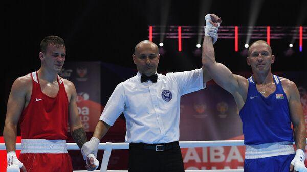 Михаил Даугалявец (справа)