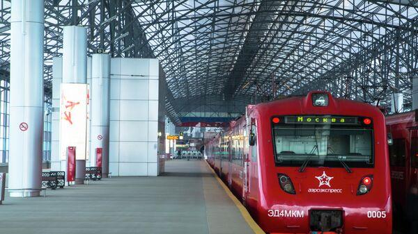 Поезд компании Аэроэкспресс в Москве
