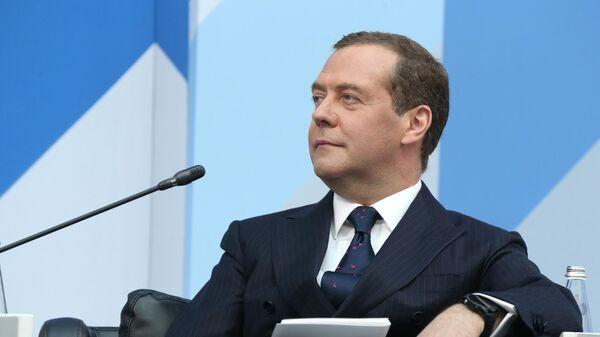 Дмитрий Медведев принимает участие в заседании Московского финансового форума
