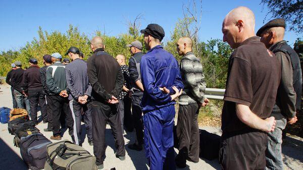 Украинские военнопленные, переданные украинской стороне представителями Луганской народной республики в пригороде города Счастье. 12 сентября 2019