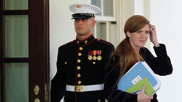 Саманта Пауэр на крыльце Белого дома в Вашингтоне