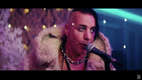 Кадр из клипа проекта Lindemann - Вставай