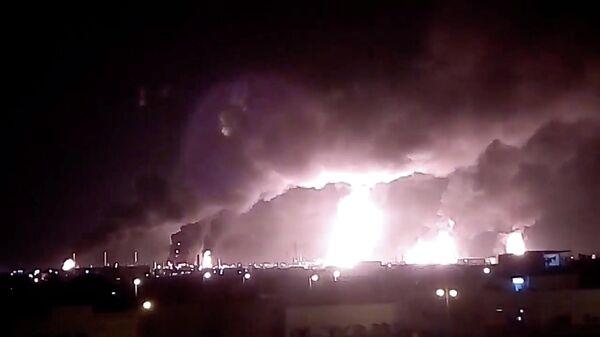Пожар на нефтеперерабатывающем заводе Saudi Aramco после налета беспилотника