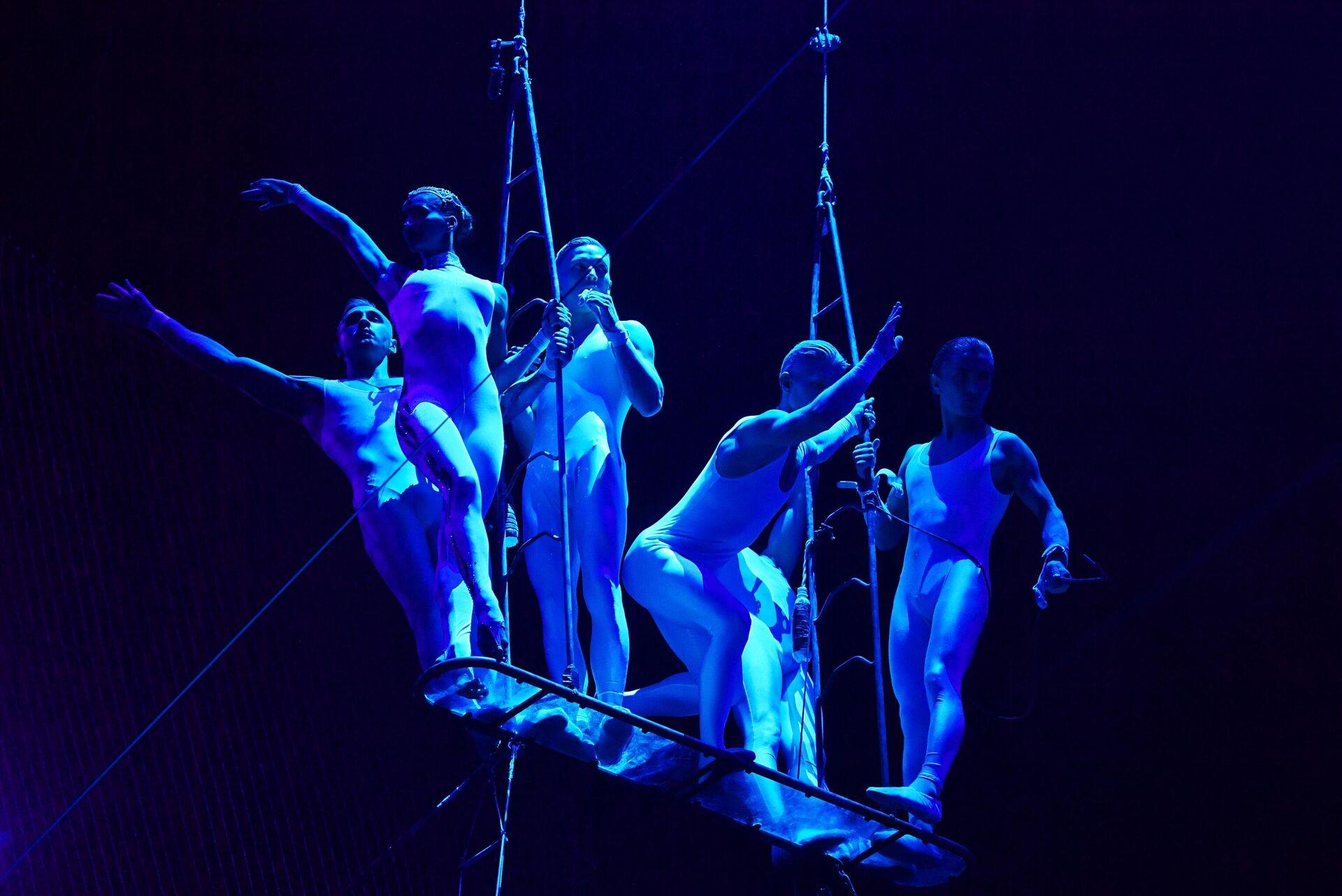 Воздушный полет Аэростат под руководством Вилена Головко на Всемирном фестивале циркового искусства Идол - РИА Новости, 1920, 28.04.2021