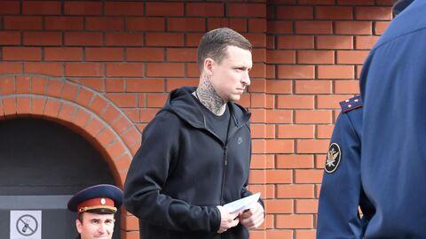 Павел Мамаев у КПП исправительной колонии №4 города Алексеевка Белгородской области