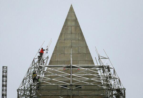 Ремонт монумента Вашингтону в США