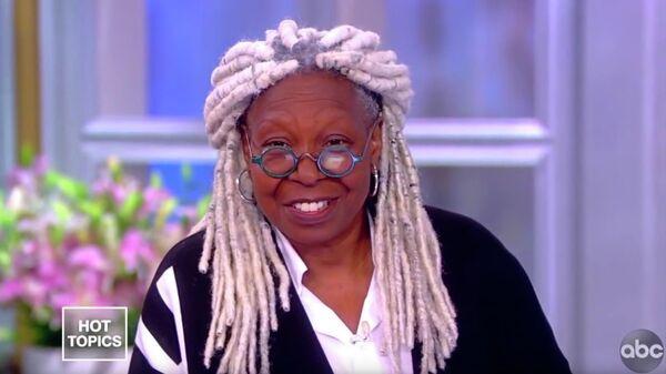 Американская актриса Вупи Голдберг в программе The View телеканала ABC. Стоп-кадр видео
