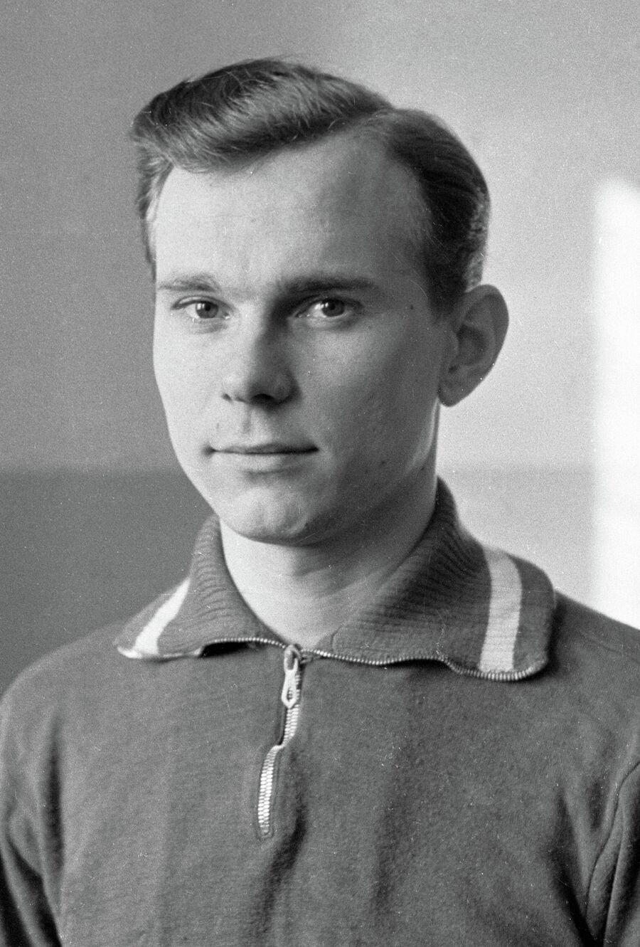 Валентин Иванов.