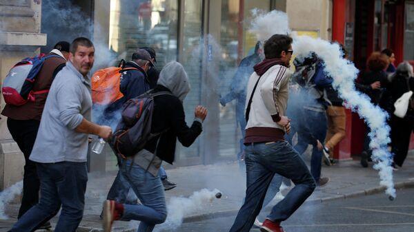 В Париже полиция применила слезоточивый газ для разгона желтых жилетов. 21 сентября 2019