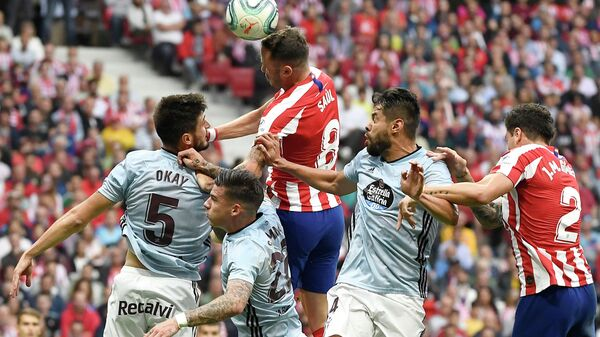 Celta Vigo's Turkish midfielder Okay Yokuslu (L) vies with Atletico Madrid's Spanish midfielder Saul Niguez (C) during the Spanish league football match between Club Atletico de Madrid and RC Celta de Vigo at the Wanda Metropolitano stadium in Madrid on September 21, 2019. (Photo by PIERRE-PHILIPPE MARCOU / AFP)