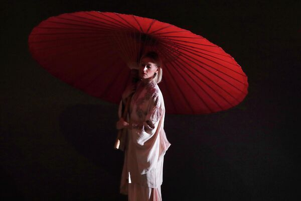 Модель во время показа коллекции Marras на Неделе моды в Милане