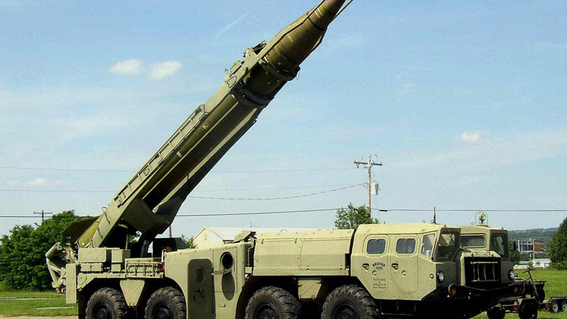 Оперативно-тактический ракетный комплекс 9К72 Эльбрус с ракетой 8К-14 (Р-17) - РИА Новости, 1920, 12.10.2020