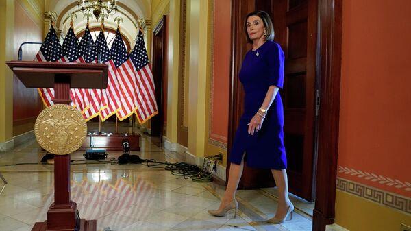 Спикер палаты представителей конгресса США Нэнси Пелоси перед выступлением в Капитолии в Вашингтоне. 24 сентября 2019