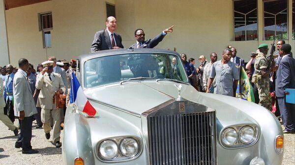 Президент Франции Жак Ширак (слева) и Омар Бонго во время визита в Габон. 16 июля 1996 года