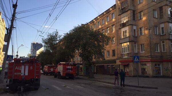 Кровля пятиэтажки загорелась на площади в 400 квадратов в Новосибирске