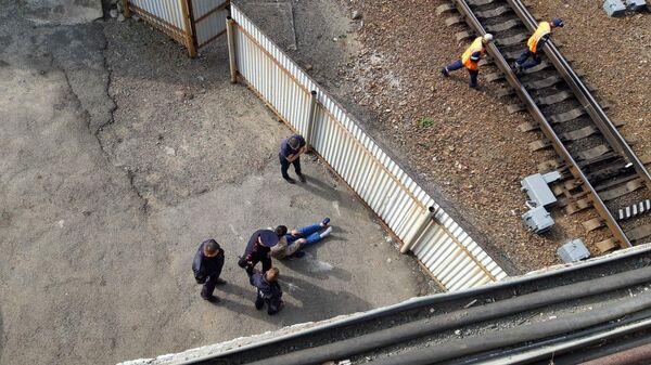 34-летний житель Владивостока, напавший с ножом на 17-летнюю девушку,  задержан сотрудниками Госавтоинспекции. 27 сентября 2019