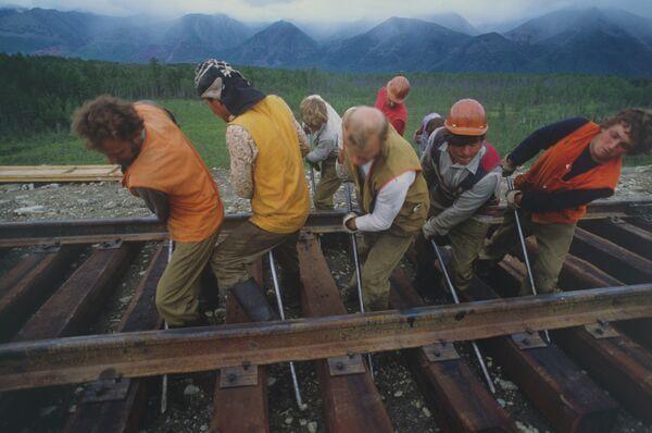 Бригада путеукладчиков Бондаря. Байкало-Амурская магистраль. 1984 год