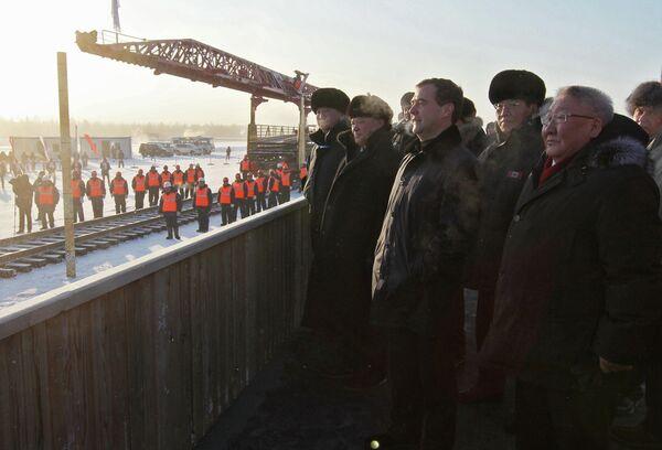 Дмитрий Медведев на торжественном мероприятии по случаю завершения прокладки участка железной дороги, соединившего населенный пункт Беркатит на БАМе с Нижним Бестяхом. 2011 год