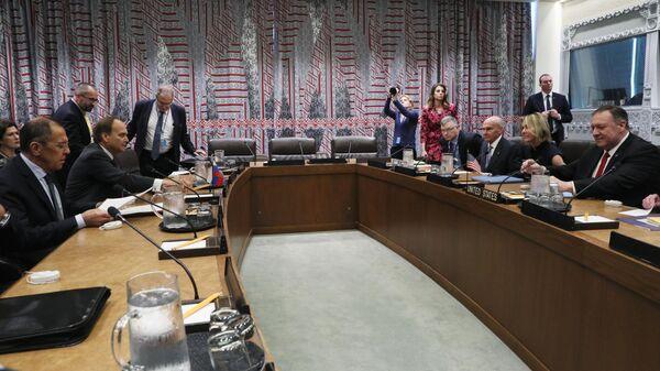 Министр иностранных дел РФ Сергей Лавров  и Государственный секретарь США Майк Помпео  во время встречи в рамках 74-й сессии Генеральной Ассамблеи  ООН в Нью-Йорке. 27 сентября 2019