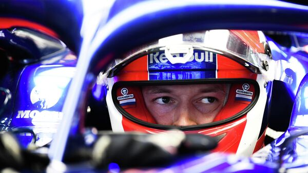 Пилот команды Торо Россо Даниил Квят во время свободных заездов Формулы 1 ВТБ Гран-при России 2019.