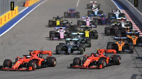 Гонщики на трассе Сочи Автодром