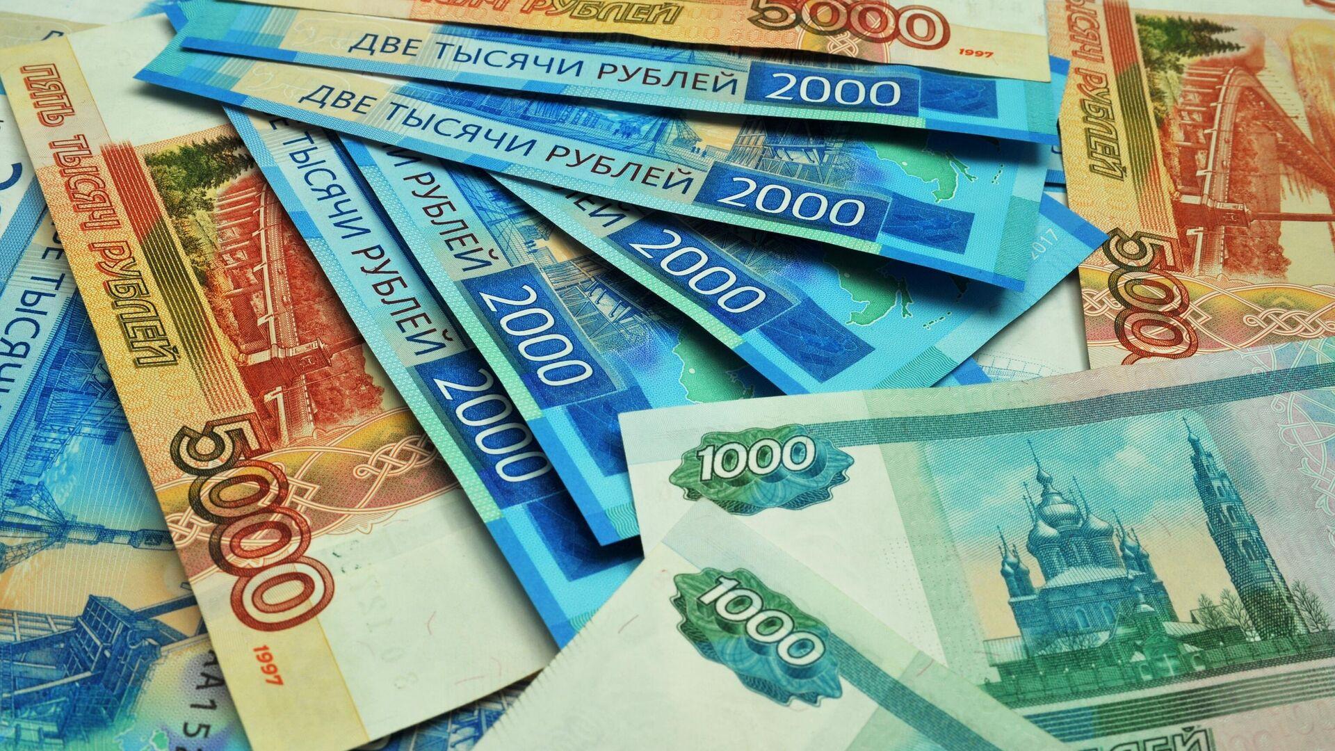 Банкноты номиналом 1000, 2000 и 5000 рублей - РИА Новости, 1920, 08.09.2021