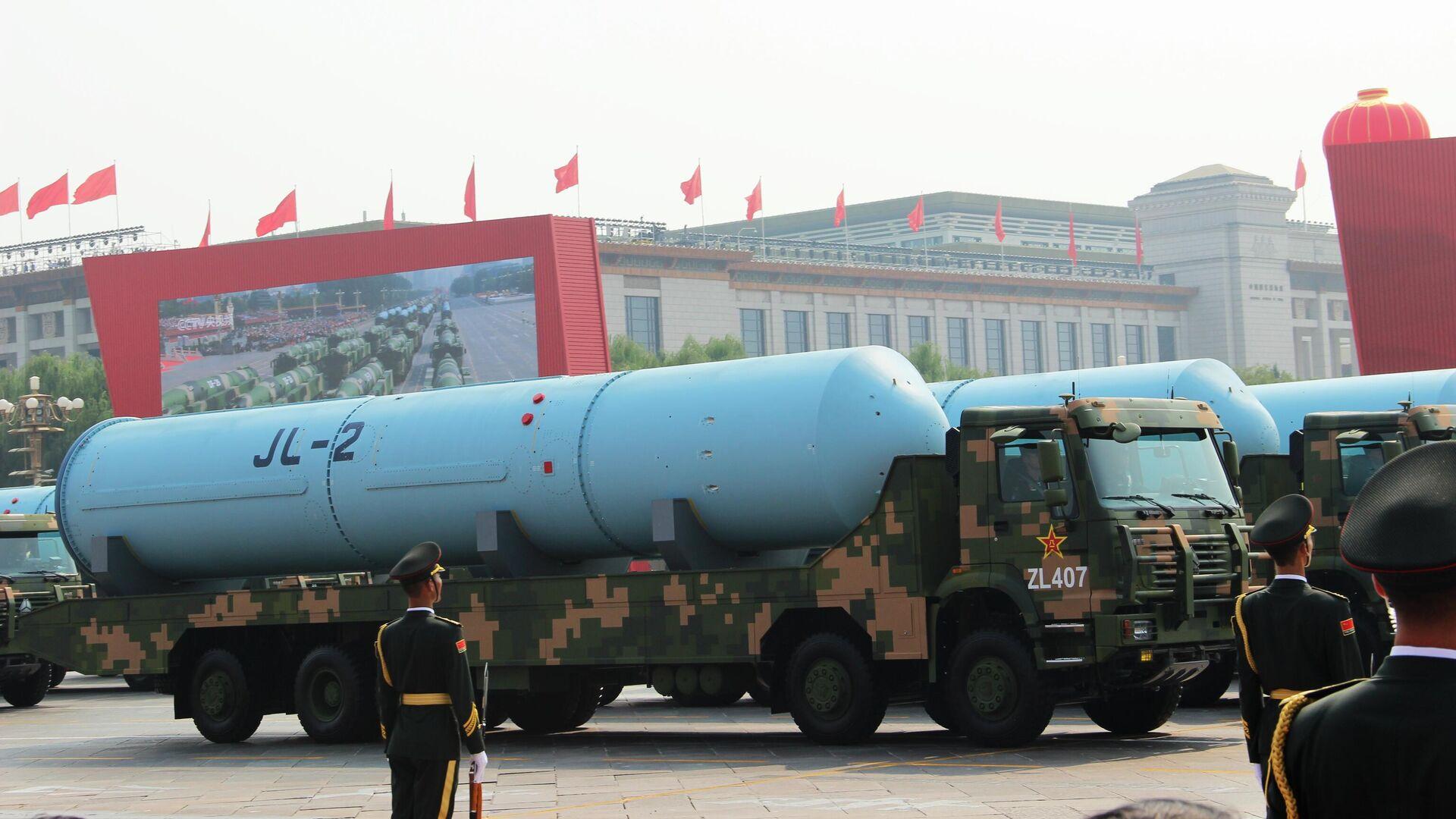 Двухступенчатая твердотопливная баллистическая ракета JL-2 (Цзюйлан) на военном параде, приуроченном к 70-летию образования Китая, в Пекине - РИА Новости, 1920, 13.10.2020