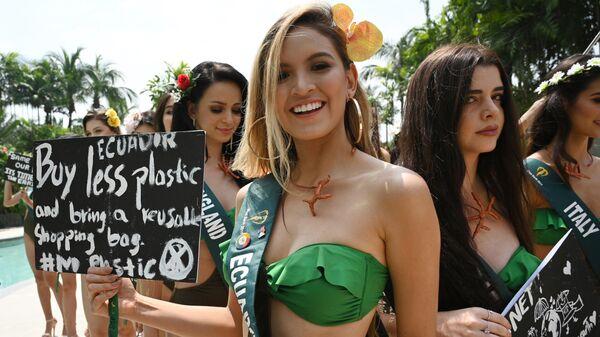 Претендентка из Эквадора на звание Мисс Земля 20019 с плакатом в защиту планеты