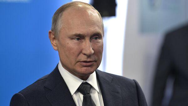 Президент РФ Владимир Путин на третьем международном форуме по энергоэффективности и развитию энергетики Российская энергетическая неделя - 2019