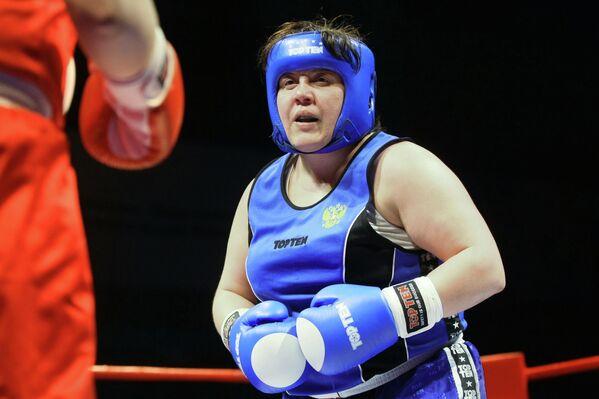 Ирина Синецкая завоевала золото первого в истории женского чемпионата мира, который прошел в 2001 году в США.
